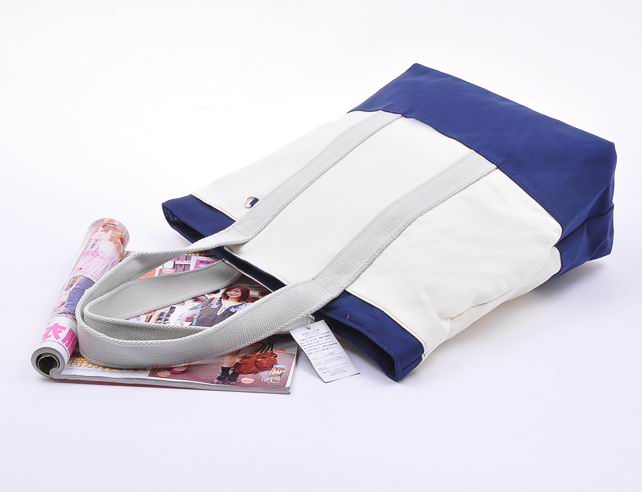 New Designs Handbags 2012 styles