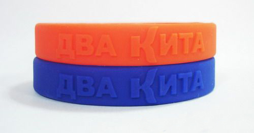 Hot sale Custom silicone wristbands with embossed logo
