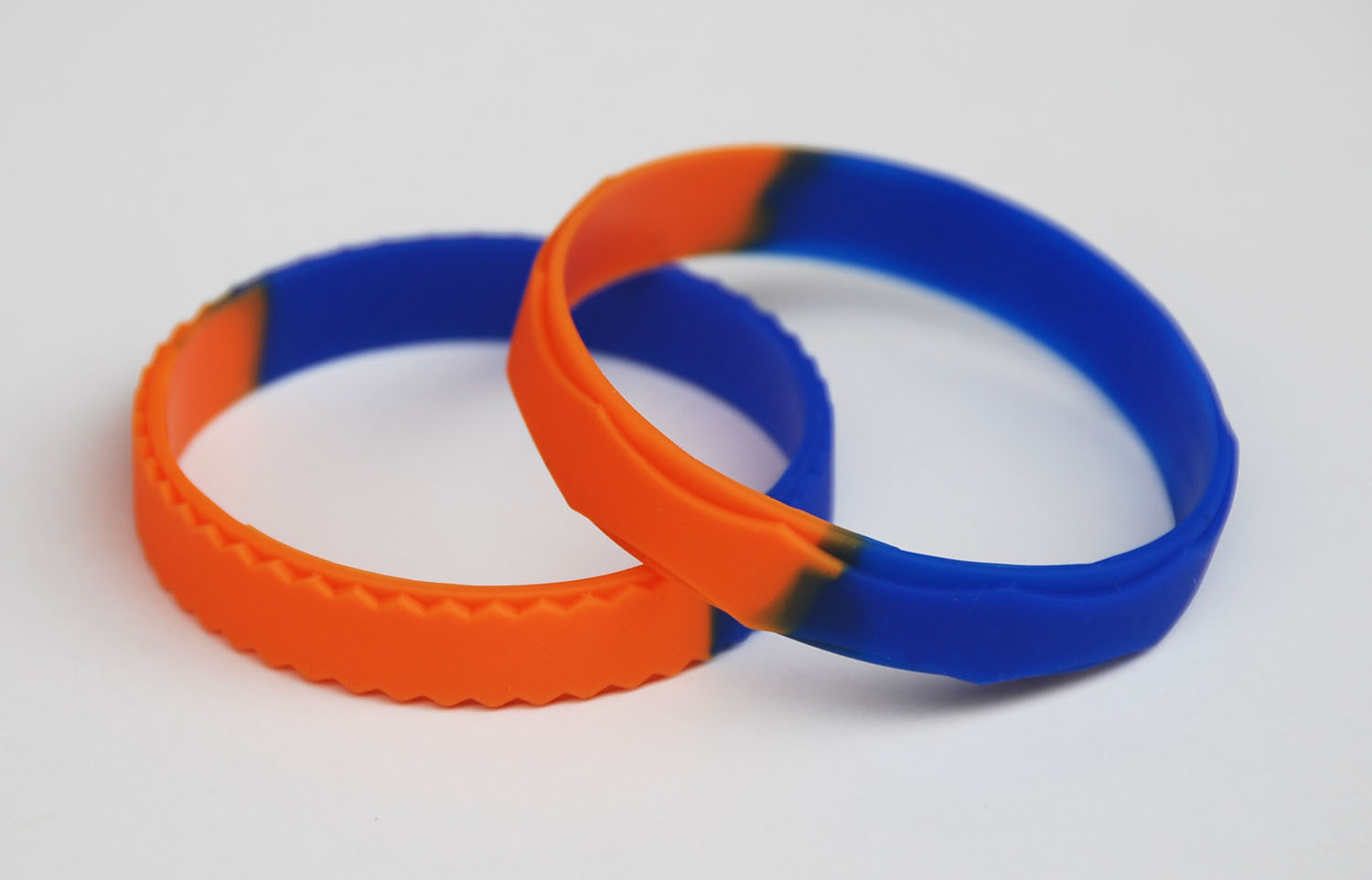 Custom shape silicone baracelets with segmented colors and rueue